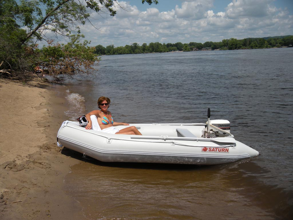 11' Saturn Inflatable Boat SD330 - Lazy day on the beach