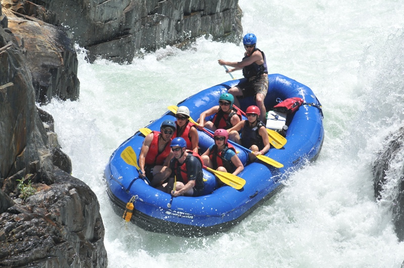 15' Saturn Raft in Class IV Water