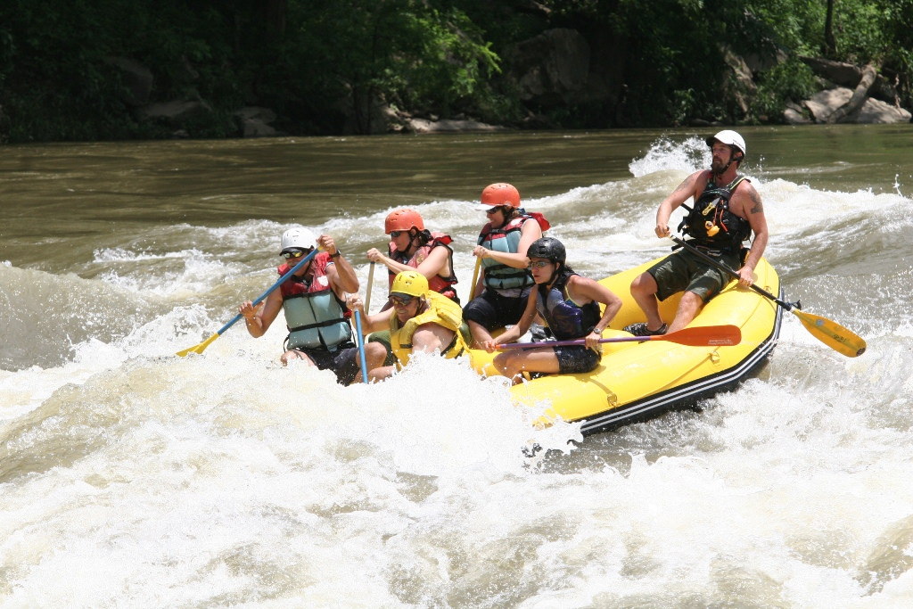 2012 Version 13' Saturn Whitewater Raft