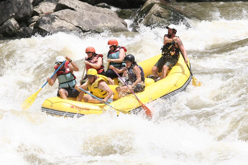 13' Saturn Whitewater Raft RD390 - Taking on the Big Stuff
