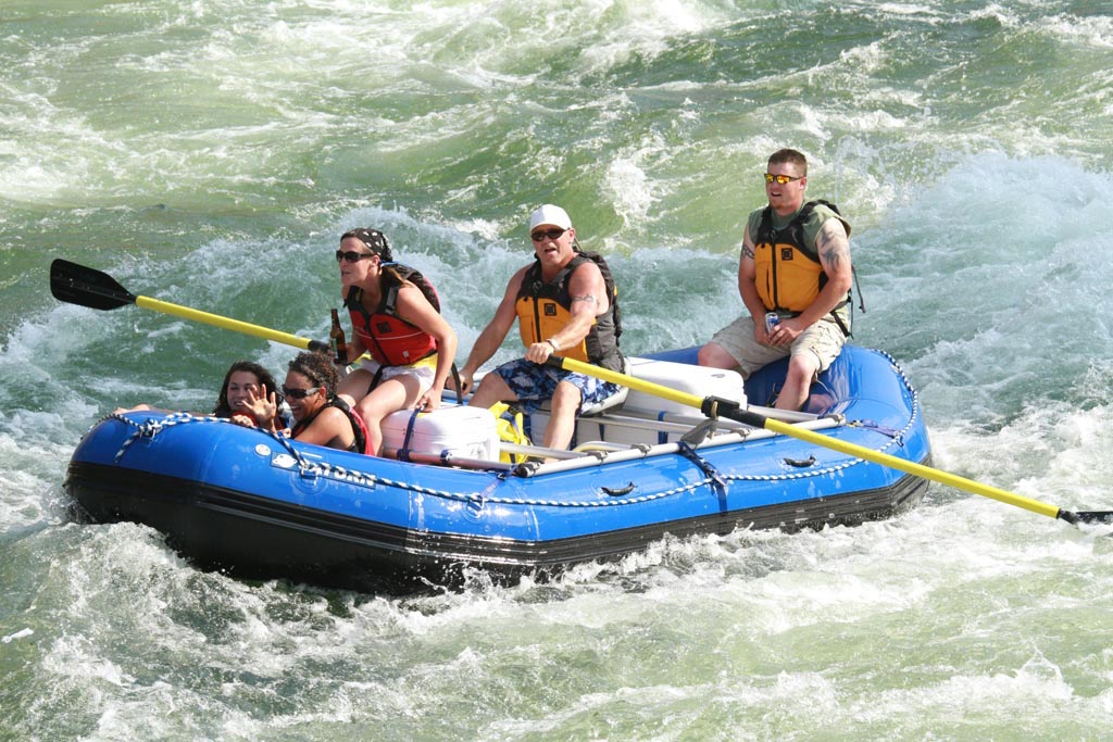 Whitewater Rafts :: 16' Raft :...